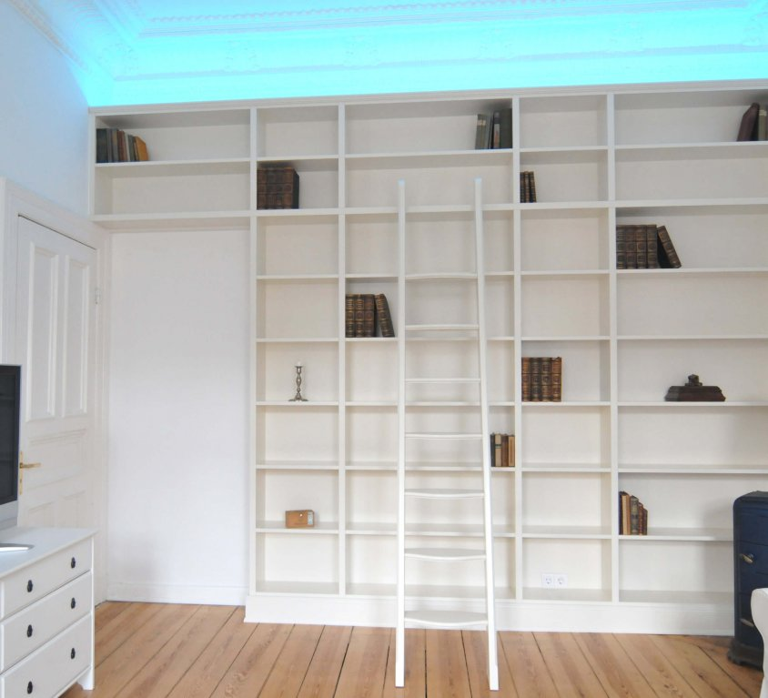 handgefertigtes Bücherregal