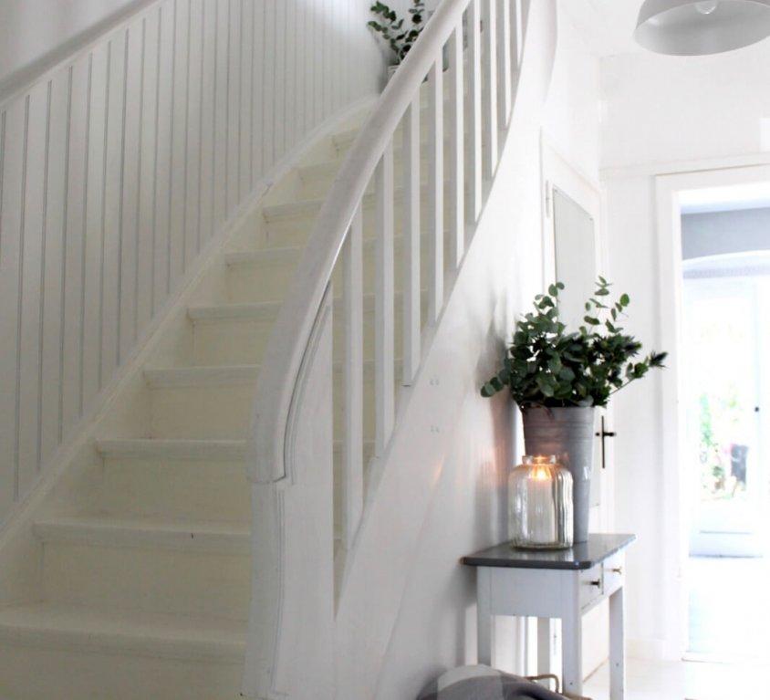Wandvertäfelung Treppenaufgang